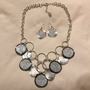 Jewelry - Silver Glitter statement necklace and earrings set